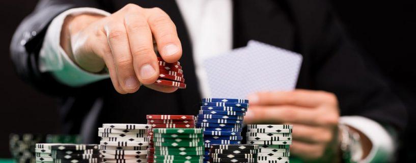เกมคาสิโนแบบโต๊ะ vs เกมคาสิโนสด แตกต่างกันอย่างไร